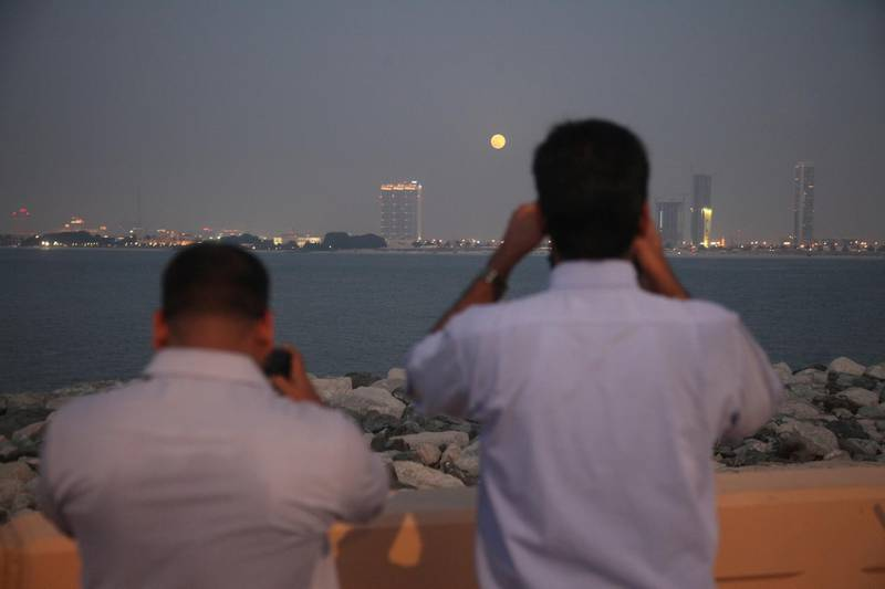 Dubai, UAE, June 23, 2013:  Photography enthusiasts descended upon the crescent of the Palm Jumeirah to photograph tonight's super moon.  Seen here are the shutterbugs photographing the moon's first appearance in the night sky.   Lee Hoagland/The National *** Local Caption ***  LH2306_MOON_FILE_013.JPG