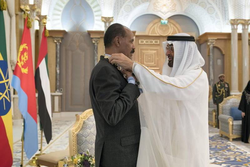 ABU DHABI, UNITED ARAB EMIRATES - July 24, 2018: HH Sheikh Mohamed bin Zayed Al Nahyan Crown Prince of Abu Dhabi Deputy Supreme Commander of the UAE Armed Forces (R), presents a Zayed Medal to HE Isaias Afwerki, President of Eritrea (L), during a reception at the Presidential Palace.   ( Mohamed Al Hammadi / Crown Prince Court - Abu Dhabi ) ---