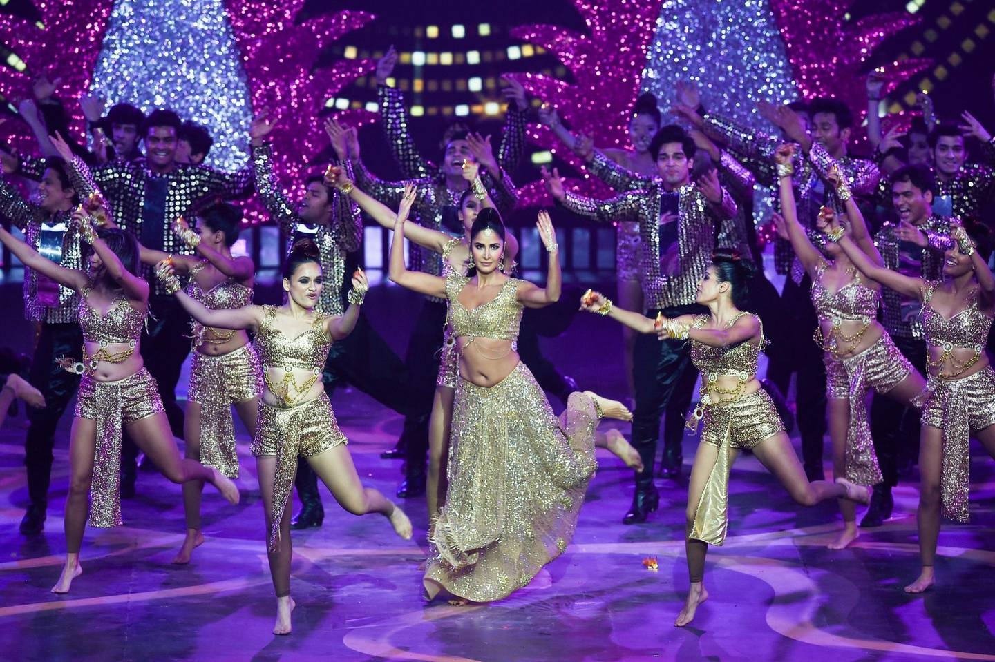 Bollywood actress Katrina Kaif performs on stage during the 20th International Indian Film Academy (IIFA) Awards at NSCI Dome in Mumbai on September 18, 2019. / AFP / INDRANIL MUKHERJEE
