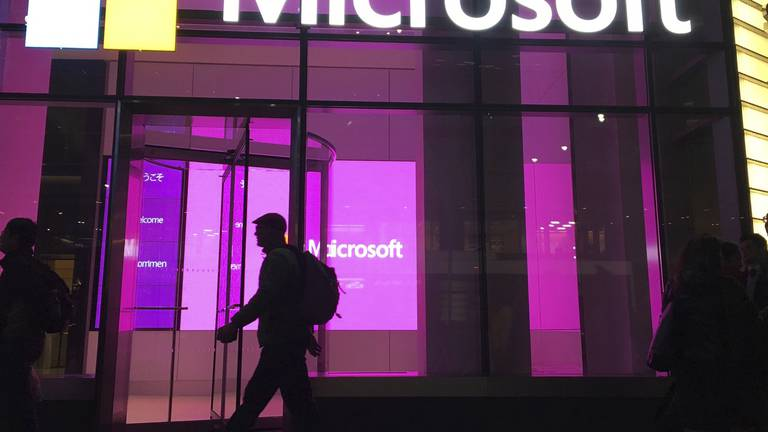 An image that illustrates this article Microsoft profit soars 48% on strong cloud business
