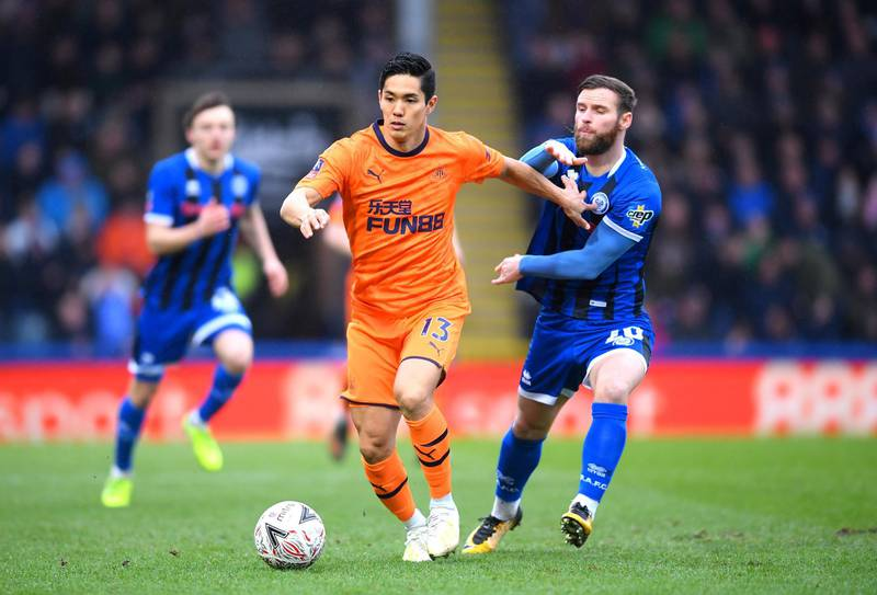 ROCHDALE, ENGLAND - JANUARY 04: Yoshinori Muto of Newcastle United runs with the ball under pressure from Jimmy Ryan of Rochdale during the FA Cup Third Round match between Rochdale AFC and Newcastle United at Spotland Stadium on January 04, 2020 in Rochdale, England. (Photo by Laurence Griffiths/Getty Images)