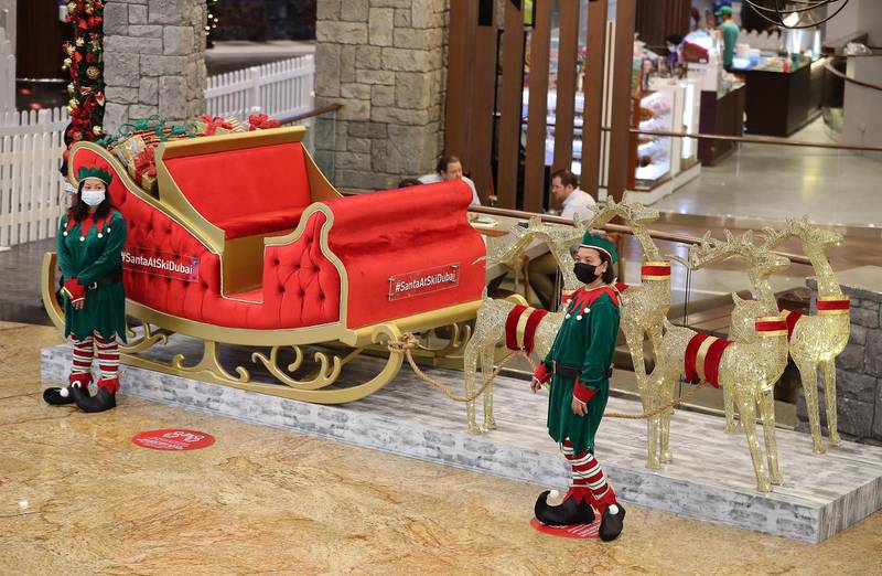 DUBAI , UNITED ARAB EMIRATES , November 26 – Christmas decoration at the entrance of Ski Dubai at Mall of the Emirates in Dubai. ( Pawan Singh / The National ) For News/Online/Standalone/Instagram/Big Picture