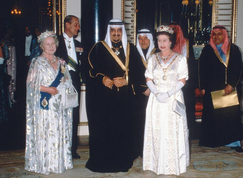 LONDON, UNITED KINGDOM - MARCH 01:  Queen Elizabeth ll, Queen Elizabeth, the Queen Mother, Prince Philip, Duke of Edinburgh and King Fahd of Saudi Arabia attend a State Banquet at Buckingham Palace on March 01, 1987 in London, England. (Photo by Anwar Hussein/Getty Images)