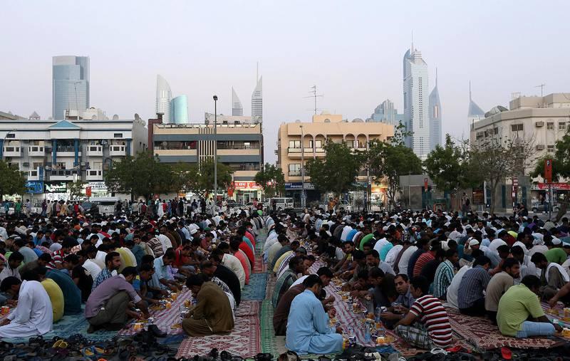 Dubai ,United Arab Emirates- July,16, 2015:  People  gather to break the fast on the last of the Ramadan near satwa area  in Dubai . ( Satish Kumar / The National ) For News *** Local Caption ***  SK-Ramadan-16072015-03.jpg
