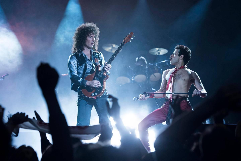DF-10956_R– Gwilym Lee (Brian May) and Rami Malek (Freddie Mercury) star in Twentieth Century Fox's BOHEMIAN RHAPSODY. Photo Credit: Alex Bailey.