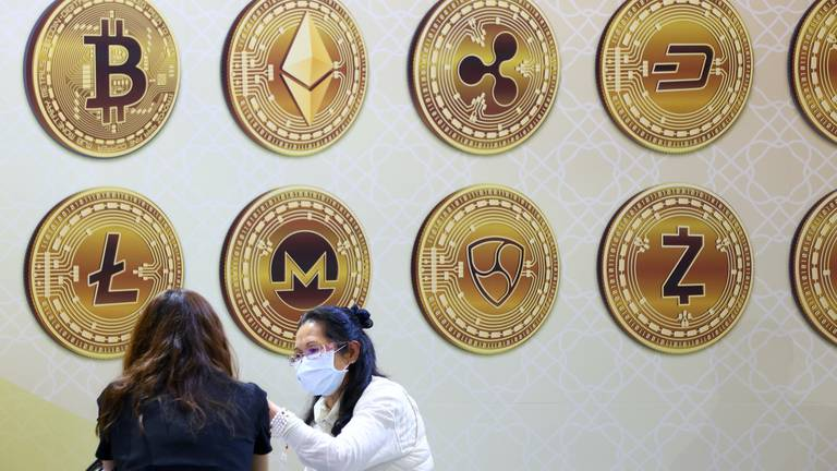 An image that illustrates this article US regulators tighten scrutiny on stablecoins amid crypto boom