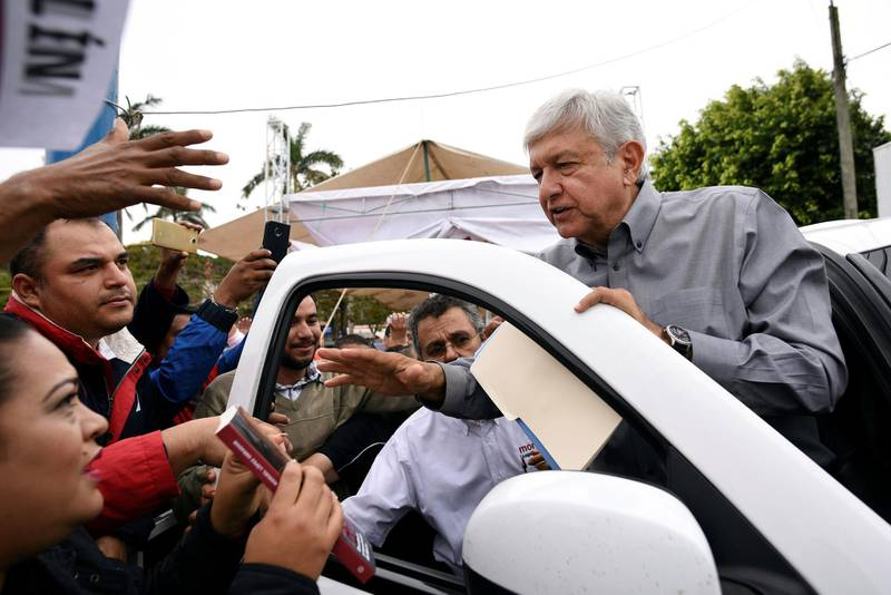 Andres Manuel Lopez Obrador, presidential pre-candidate of the National Regeneration Movement (MORENA), interacts with supporters after a rally in Medellin, on the outskirts of Veracruz Mexico January 18, 2018. REUTERS/Yahir Ceballos NO RESALES. NO ARCHIVES.