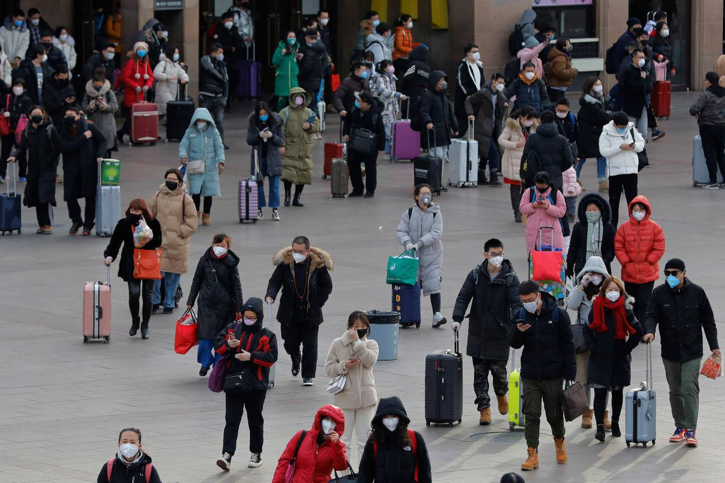 epa08184086 Chinese people wear masks as they arrive at Beijing Railway Station in Beijing, China, 01 February 2020. The outbreak of coronavirus has so far claimed over 259 lives and infected more than 12,000 others, according to media reports.  EPA/WU HONG
