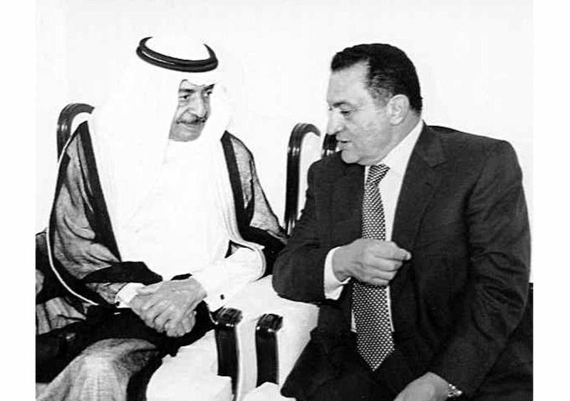 Egyptian President Hosni Mubarak, on his way back from a summit of the G-15 states in Kuala Lumpur, meets with Bahraini Prime Minister Khalifa bin Sulman al-Khalifa 07 November in Manama. Talks between the two countries will focus on ways to relaunch the Middle East peace process and the prospects for bilateral cooperation in various fields. (Photo by BAHRAIN NEWS AGENCY / AFP)