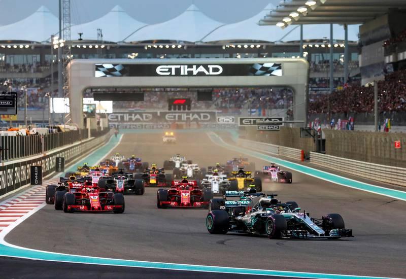 epa07189200 British Lewis Hamilton of Mercedes AMG GP (front) leads the pack at the start of the 2018 Formula One Grand Prix of Abu Dhabi at Yas Marina Circuit in Abu Dhabi, United Arab Emirates, 25 November 2018.  EPA/SRDJAN SUKI