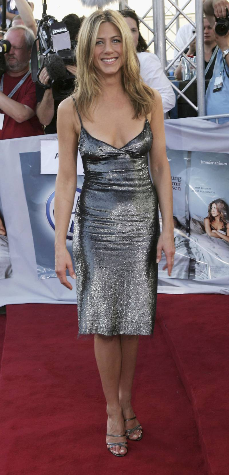 """HAMBURG, GERMANY - JUNE 12:  Actress Jennifer Aniston arrives for a special screening of """"The Break-Up"""" on June 12, 2006 in Hamburg, Germany.  (Photo by Sean Gallup/Getty Images)"""