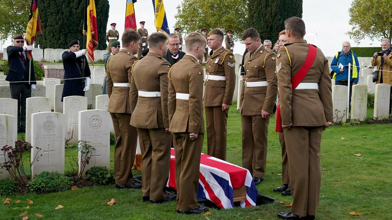 An image that illustrates this article First World War soldier laid to rest after being identified by 'War Detectives'