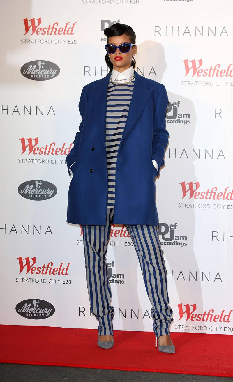 LONDON, ENGLAND - NOVEMBER 19:  Rihanna switches on the Christmas Lights at Westfield Stratford City on November 19, 2012 in London, England.  (Photo by Tim Whitby/Getty Images)