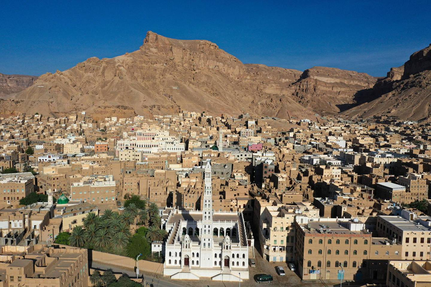 An aerial picture taken on October 8, 2020, shows a view of Tarim city with the Al-Muhdhar Mosque in the forefront, in Yemen's central Hadramawt governorate. (Photo by - / AFP)