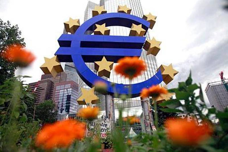 A structure showing the Euro currency sign is seen in front of the European Central Bank (ECB) headquarters in Frankfurt July 11, 2012. REUTERS/Alex Domanski (GERMANY - Tags: BUSINESS LOGO) *** Local Caption ***  AD05_GERMANY-_0711_11.JPG