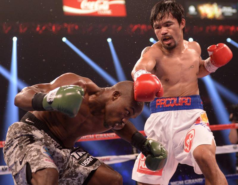 Timothy Bradley (L) of US defends against Manny Pacquiao of Philippines (R) during their WBO World Welterweight Championship title match at the MGM Grand Arena in Las Vegas on April 12, 2014.    AFP PHOTO /JOE KLAMAR (Photo by JOE KLAMAR / AFP)