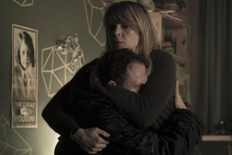 Jordis Triebel, Oliver Masucci in Dark. Stefan Erhard / Netflix