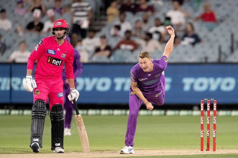 MELBOURNE, AUSTRALIA - JANUARY 24: Hobart Hurricanes Player Riley Meredith bowling during the Big Bash League cricket match between Sydney Sixers and Hobart Hurricanes on January 24, 2021 in Melbourne, Australia. (Photo by Brett Keating/Speed Media/Icon Sportswire via Getty Images)