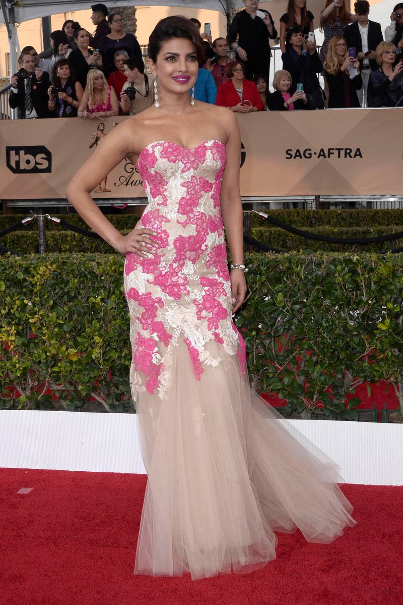 epa05136084 Actress Priyanka Chopra arrives for the 22nd annual Screen Actors Guild Awards ceremony at the Shrine Auditorium in Los Angeles, California, USA, 30 January 2016.  EPA/PAUL BUCK