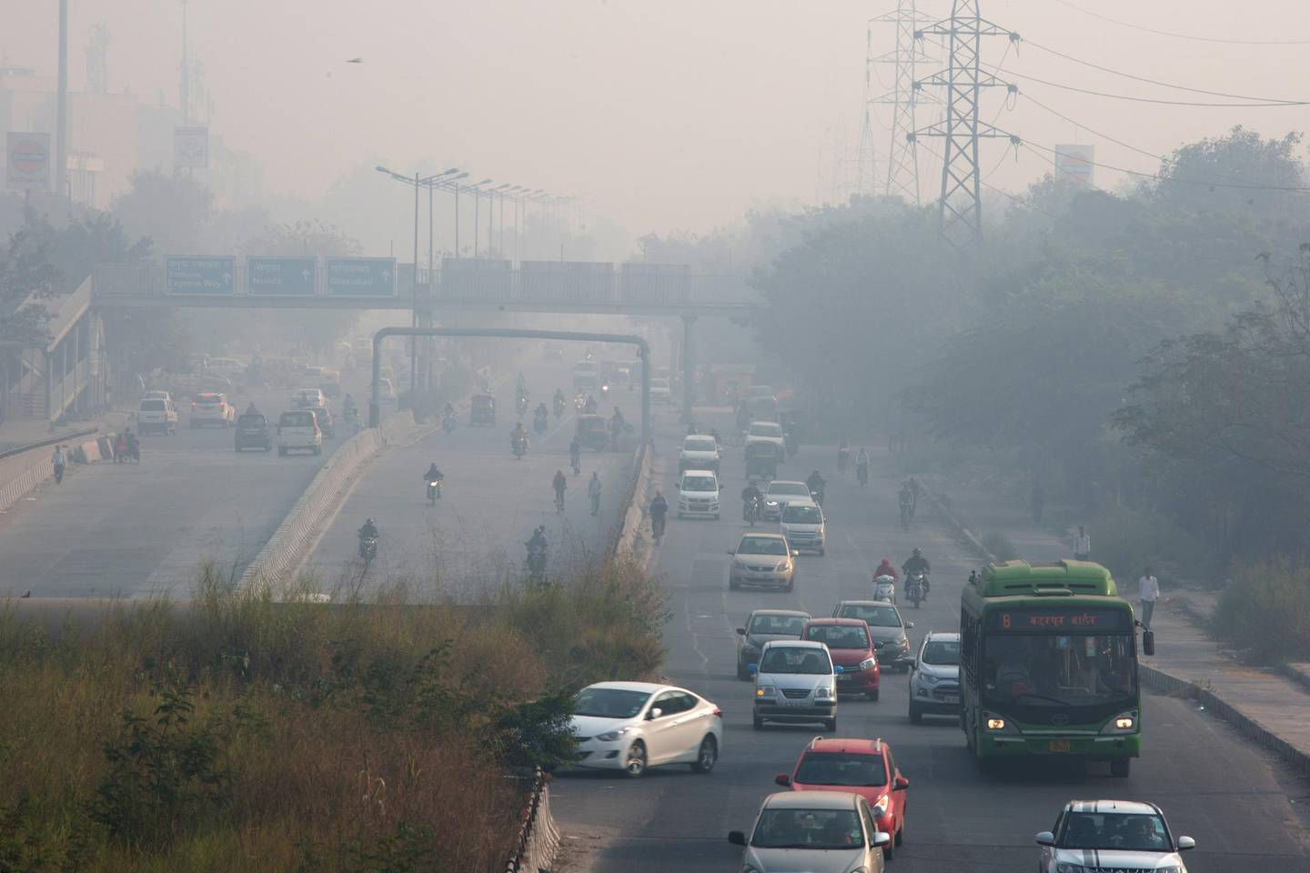 Vehicles travel along a road shrouded in smog in Delhi, India, on Friday, Nov. 9, 2018. Air pollution levels skyrocketed in New Delhi and left India's capital shrouded in toxic smog as millions of Indians set off firecrackers for Diwali, the Hindu festival of lights. Toxic air is estimated to kill more than 1 million Indians each year, according to the nonprofit Health Effects Institute. Photographer: Ruhani Kaur/Bloomberg