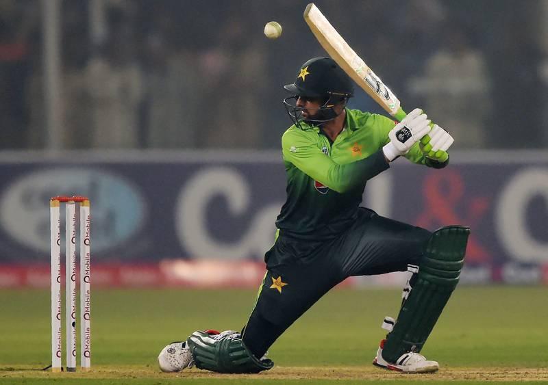 Pakistani batsman Shoaib Malik plays a shot during the third and final T20 cricket match between Pakistan and Sri Lanka at the Gaddafi Cricket Stadium in Lahore on October 29, 2017. / AFP PHOTO / AAMIR QURESHI
