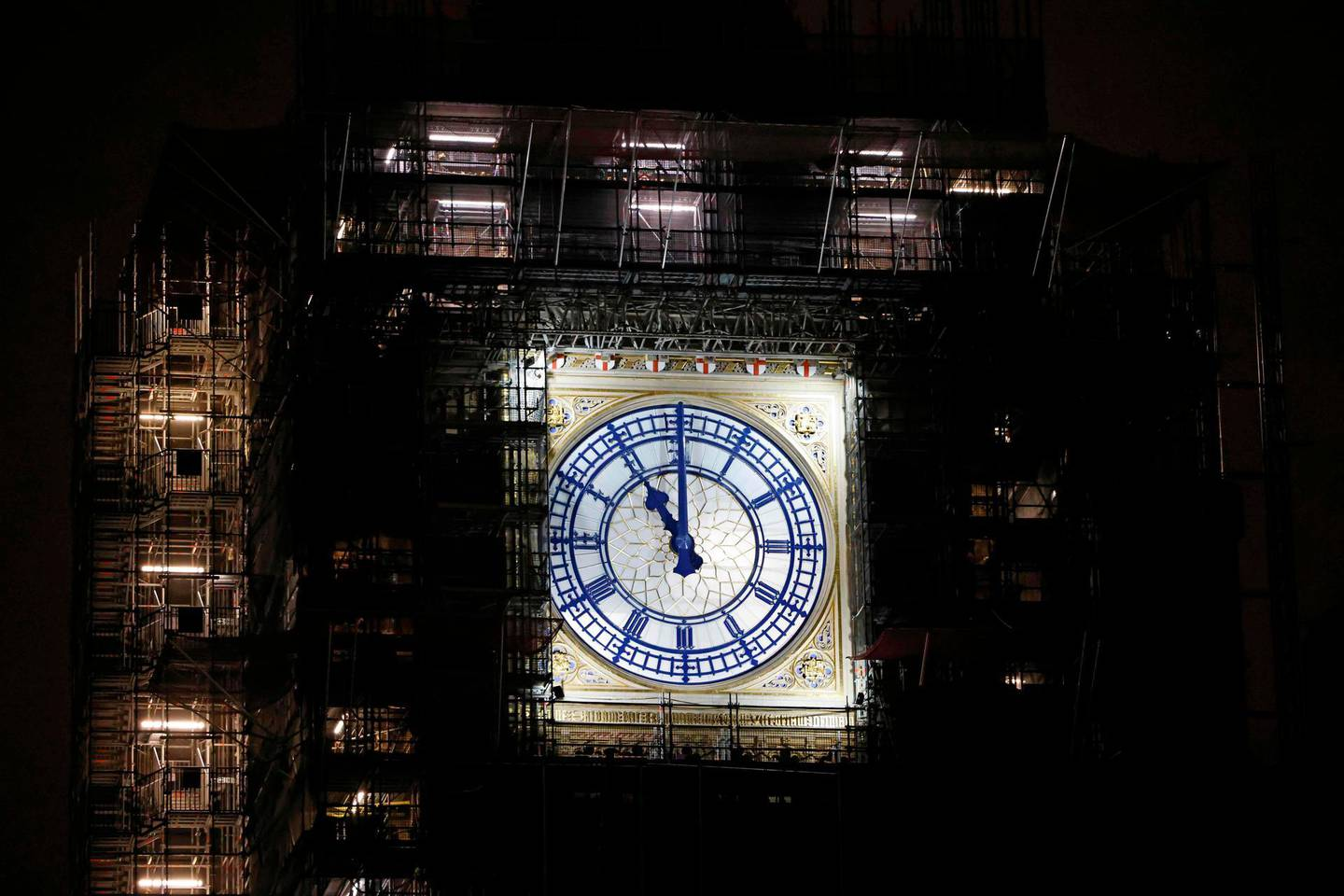 """The clock-face on the Elizabeth Tower, commonly known by the name of the bell, """"Big Ben"""" in London, shows 2300 (GMT), as Britain officially leaves the EU (European Union) trading block, on New Year's Eve, December 31, 2020. The UK's tortuous departure from the European Union takes full effect when Big Ben strikes 11:00 pm (2300 GMT) in central London, just as most of the European mainland ushers in 2021 at midnight. / AFP / Tolga Akmen"""