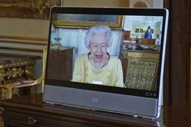 UK's Queen Elizabeth returns to work after hospital stay