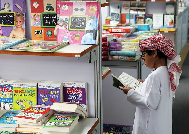 Al Ain, 01, October, 2016: Visitors  at the Al Ain Book Fair 2016 at the Convention Centre in Al Ani.  ( Satish Kumar / The National ) For Standalone *** Local Caption ***  SK-BookFair-01102016-07.jpg