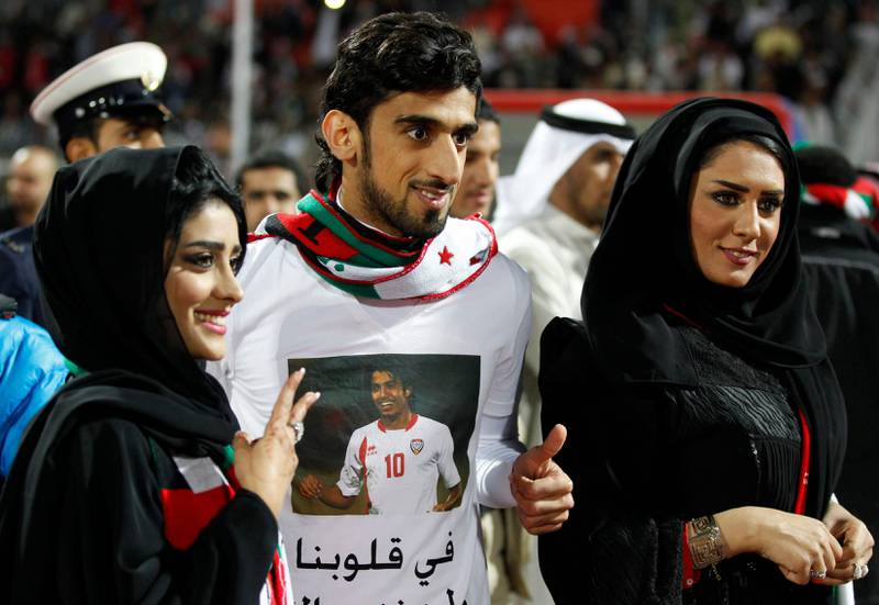 UAE's Hamdan Ismail Al Obaidly poses with fans after winning their game against Iraq at the Gulf Cup Tournament in Isa Town, January 18, 2013. REUTERS/Mohammed Dabbous (BAHRAIN - Tags: SPORT SOCCER) *** Local Caption ***  BAH25D_SOCCER-_0118_11.JPG