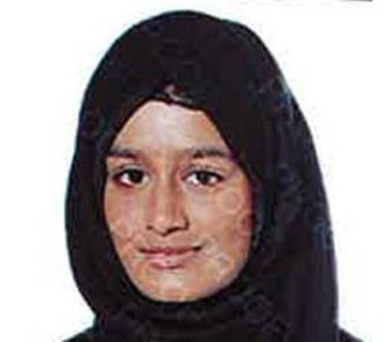 epa07369268 (FILE) - A handout photo made available by the London Metropolitan Police Service(MPS) on 20 February 2015 showing Shamima Begum one of three schoolgirls at Gatwick Airport, southern England, 17 February 2015 who have been reported missing and are believed to be making their way to Syria. Media reports on 14 February 2019 state that Shamima Begum, aged 19 who is in a refugee camp in Syria wants to return to Britain with her baby, her other two children both have died in the conflict. Shamima Begum said that one of her two school friends was killed in a bombing and the other's whereabouts is not known.  EPA/LONDON METROPLITAN POLICE / HANDOUT  HANDOUT EDITORIAL USE ONLY/NO SALES *** Local Caption *** 51809500
