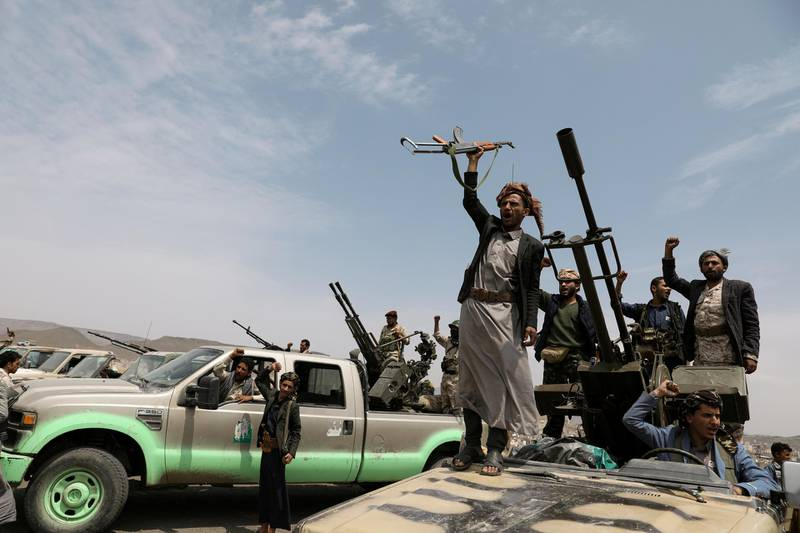 Houthi fighters shout slogans during a gathering of Houthi loyalists on the outskirts of Sanaa, Yemen July 8, 2020. REUTERS/Khaled Abdullah     TPX IMAGES OF THE DAY