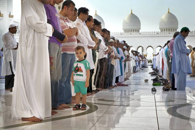 ABU DHABI, UNITED ARAB EMIRATES,  August 19, 2012. Worshippers gather and pray at the Grand Mosque in Abu Dhabi for the Eid morning prayers that follows on the first morning of the end of the holy month of Ramadan. (ANTONIE ROBERTSON / The National)