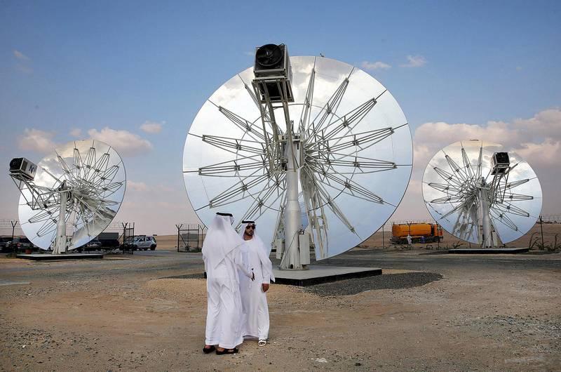 Men stand in front of solar panels at the Mohammed bin Rashid Al Maktoum Solar Park in Dubai, November 28, 2015. REUTERS/Stringer *** Local Caption ***  GAZ06_EMIRATES-ENER_1128_11.JPG BZ05ap-PG2_SOLAR.jpg