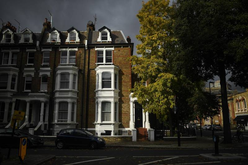 LONDON, ENGLAND - OCTOBER 26: General view of houses in Maida Vale on October 26, 2020 in London, England. As many young people renting rooms have left the capital due to the Coronavirus Pandemic, rents are dropping and in some places have fallen by a third. Aldgate has seen a 34% fall in price per room, whilst prices in Little Venice and Maida Vale dropped by 20%. The average rent drop for a room in London's Zone one dropped by 11% in comparison to this time last year. (Photo by Peter Summers/Getty Images)