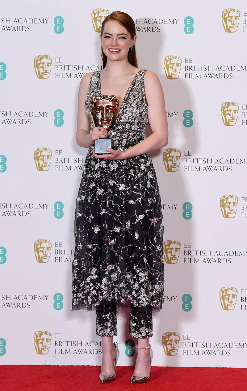 epa05789272 US actress Emma Stone poses in the press room after winning the award for Best Actress for 'La La Land' during the 2017 EE British Academy Film Awards at The Royal Albert Hall in London, Britain, 12 February 2017. The ceremony is hosted by the British Academy of Film and Television Arts (BAFTA).  EPA/ANDY RAIN