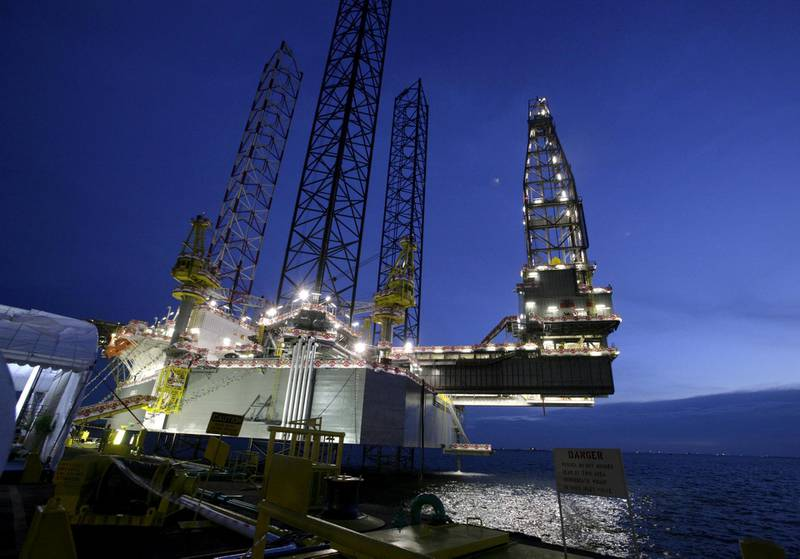 FILE PHOTO: The SEADRILL 3, the first of four oil rigs that Keppel FELS is building for the same customer, is seen in Singapore in this April 21, 2006 file photo.  REUTERS/Luis Enrique Ascui/File Photo