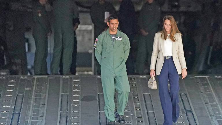 An image that illustrates this article Duchess of Cambridge meets RAF crew who evacuated Afghans from Kabul