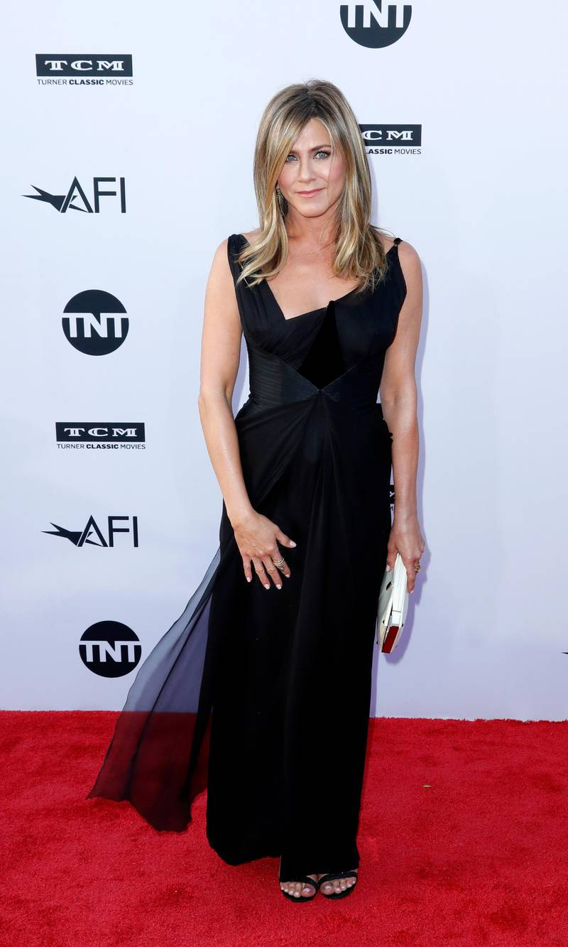 epa06792479 US actress Jennifer Aniston arrives for the American Film Institute 46th Life Achievement Award Gala at the The Dolby Theatre in Hollywood, California, USA, 07 June 2018. The American Film Institute honored George Clooney for his acting, writing, directing and producing of films that advance the art of film and whose work has stood the test of time.  EPA-EFE/PAUL BUCK