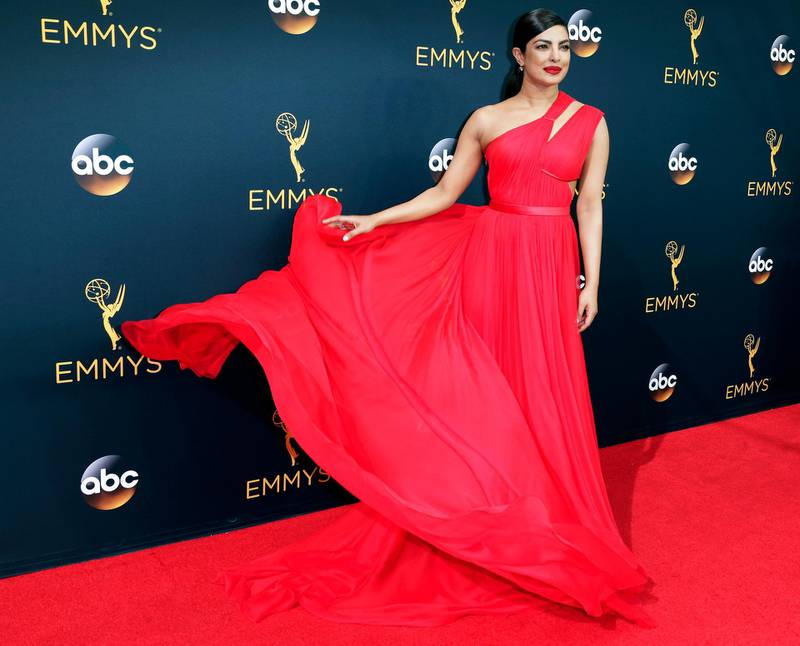 epa05547074 Priyanka Chopra arrives for the 68th annual Primetime Emmy Awards ceremony held at the Microsoft Theater in Los Angeles, California, USA, 18 September 2016. The Primetime Emmy Awards celebrate excellence in national primetime television programming.  EPA/PAUL BUCK