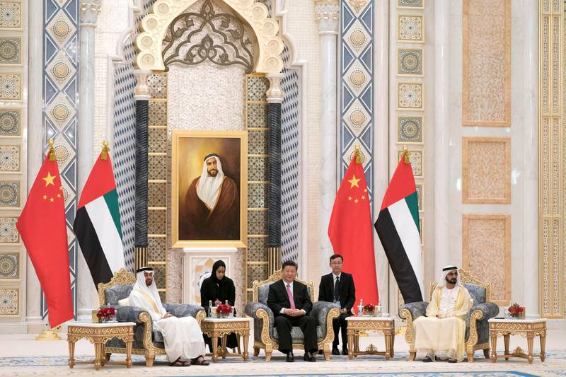 ABU DHABI, UNITED ARAB EMIRATES - July 20, 2018:   HH Sheikh Mohamed bin Zayed Al Nahyan Crown Prince of Abu Dhabi Deputy Supreme Commander of the UAE Armed Forces (L), HH Sheikh Mohamed bin Rashid Al Maktoum, Vice-President, Prime Minister of the UAE, Ruler of Dubai and Minister of Defence (R) and HE Xi Jinping, President of China (C), witness an MOU exchange ceremony at the Presidential Palace.     ( Mohamed Al Hammadi / Crown Prince Court - Abu Dhabi ) ---