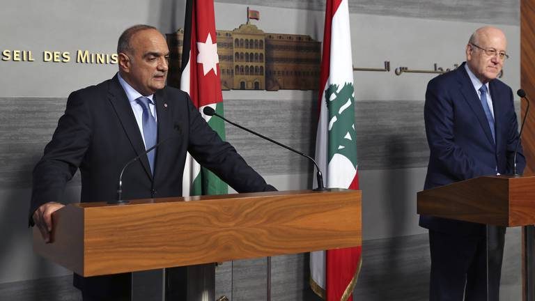 An image that illustrates this article Jordanian PM offers Lebanon help to tackle power crisis
