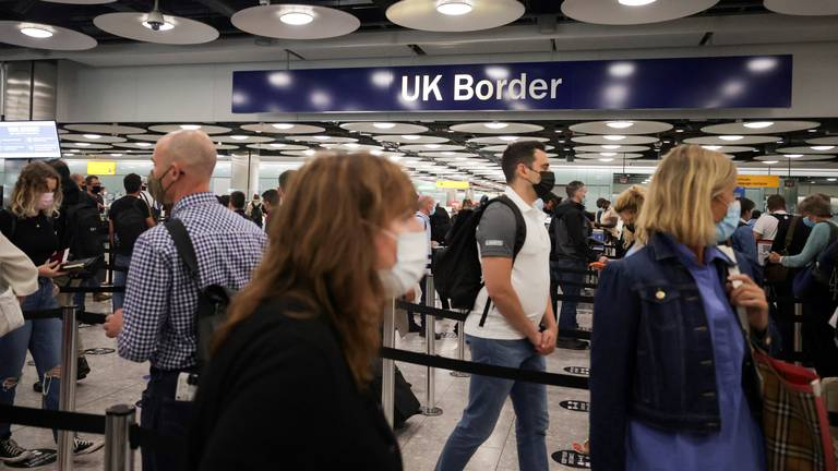 An image that illustrates this article Heathrow boss blames UK Border Force for nightmare airport queues