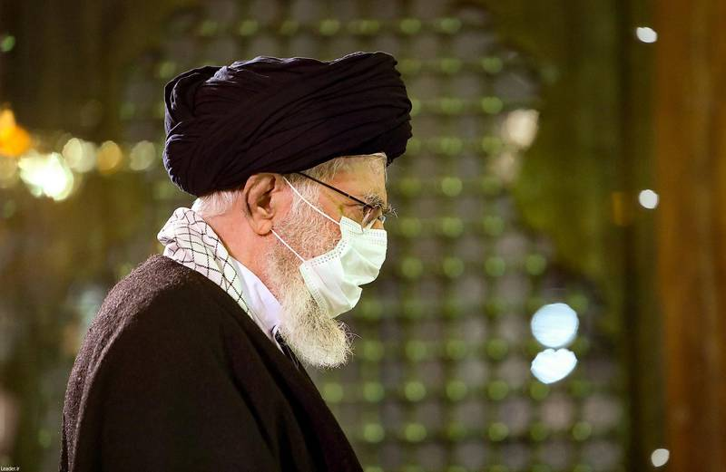 """A handout picture provided by the Iranian Supreme Leader's official website on January 31, 2020, shows Iran's Supreme Leader Ayatollah Ali Khamenei arriving to pray at the mausoleum of the late founder of the Islamic Republic, Ayatollah Ruhollah Khomeini (image), in southern Tehran, on the occasion of the 42th anniversary of Khomeini's return from exile.  - === RESTRICTED TO EDITORIAL USE - MANDATORY CREDIT """"AFP PHOTO / HO / KHAMENEI.IR"""" - NO MARKETING NO ADVERTISING CAMPAIGNS - DISTRIBUTED AS A SERVICE TO CLIENTS ===  / AFP / KHAMENEI.IR / HO / === RESTRICTED TO EDITORIAL USE - MANDATORY CREDIT """"AFP PHOTO / HO / KHAMENEI.IR"""" - NO MARKETING NO ADVERTISING CAMPAIGNS - DISTRIBUTED AS A SERVICE TO CLIENTS ==="""