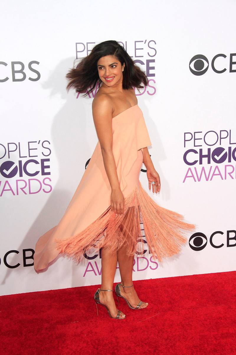 epa05729873 Indian actress Priyanka Chopra arrives for the 2017 People's Choice Awards at the Microsoft Theater in Los Angeles, California, USA, 18 January 2017.  EPA/NINA PROMMER