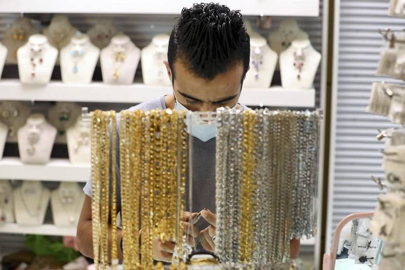 Dubai, United Arab Emirates - N/A. News. Coronavirus/Covid-19. A man makes jewellery at the Waterfront Market in Deira. Thursday, September 10th, 2020. Dubai. Chris Whiteoak / The National