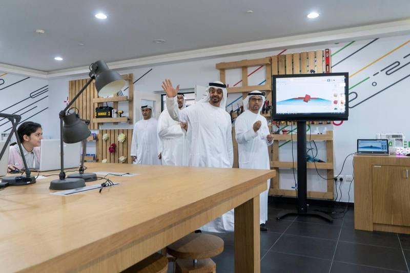 AL AIN, ABU DHABI, UNITED ARAB EMIRATES - February 07, 2019: HH Sheikh Mohamed bin Zayed Al Nahyan, Crown Prince of Abu Dhabi and Deputy Supreme Commander of the UAE Armed Forces (2nd R), visits the United Arab Emirates University.  ( Rashed Al Mansoori / Ministry of Presidential Affairs ) ---