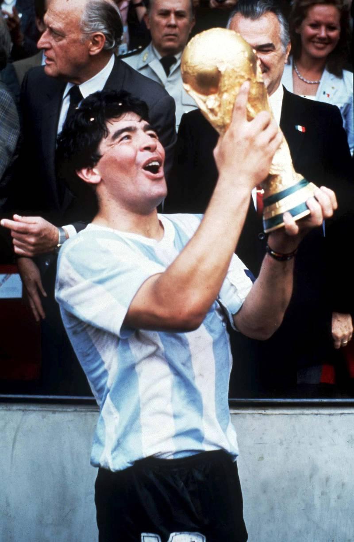 FUSSBALL : WM 1986  Diego MARADONA mit Pokal  FOTO:BONGARTS