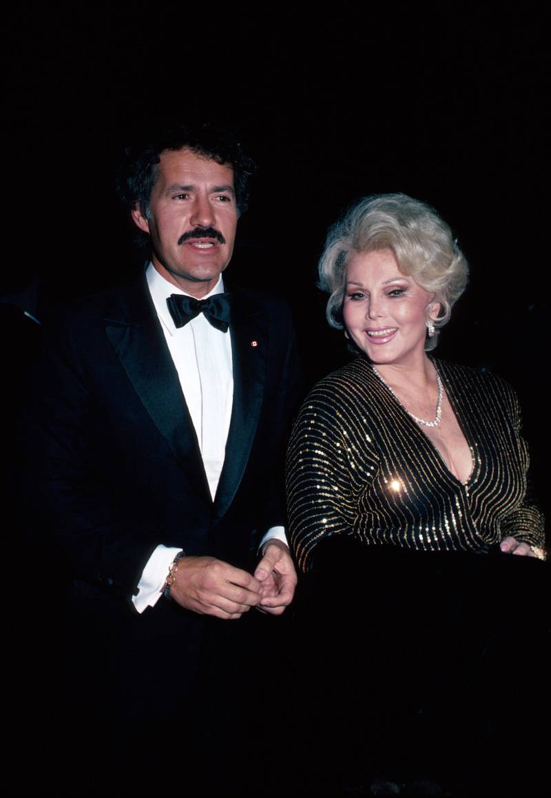 Television pesonality Alex Trebek and actress Zsa Zsa Gabor.  (Photo by Time Life Pictures/DMI/The LIFE Picture Collection via Getty Images)