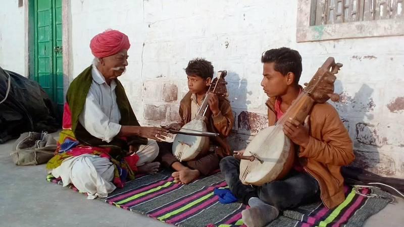 Hakam Khan with his students. courtesy: Manjoor Khan
