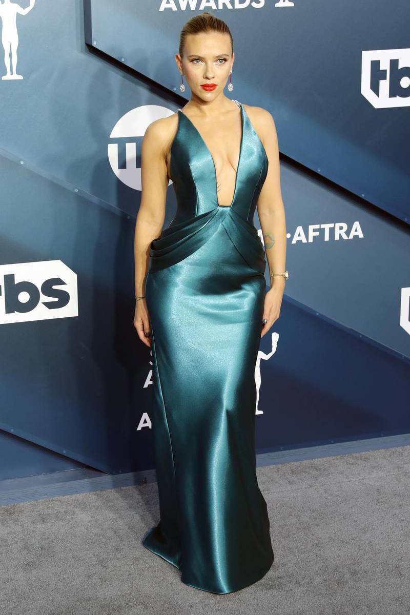 epa08142935 Scarlett Johansson arrives for the 26th annual Screen Actors Guild Awards ceremony at the Shrine Auditorium in Los Angeles, California, USA, 19 January 2020.  EPA-EFE/DAVID SWANSON